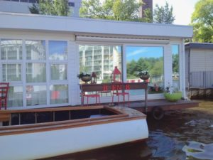 house boat - wake up holland netherlands waterboats vacation travelagent dmc dutchman accommodation