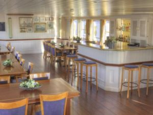 Active barging - bar lounge holland netherlands waterboats vacation travelagent dmc dutchman accommodation