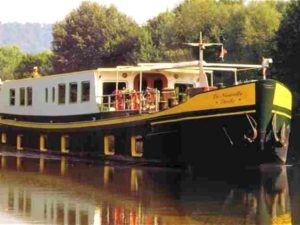 Luxury barging Nouvelle etoile - exterior holland netherlands waterboats vacation travelagent dmc dutchman accommodation