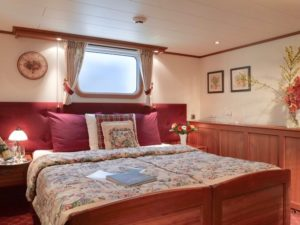 Luxury barging Nouvellle etoile - bedroom holland netherlands waterboats vacation travelagent dmc dutchman accommodation