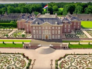 Paleis het loo - outside Holland The Netherlands DMC The Dutchman Travelagent Travel concierge 01